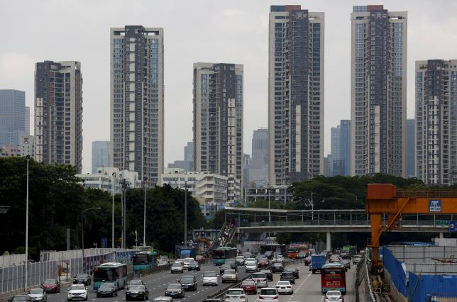 Apartment towers are seen in the southern Chinese city of Shenzhen August 28, 2015.   REUTERS/Bobby Yip